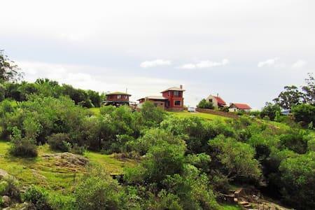 Amelie: ubicación, vistas y comodidad - Villa Serrana