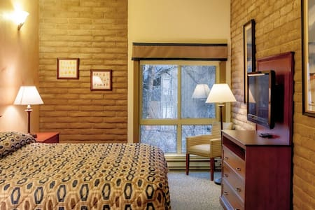 BEAUTIFUL 2 BED/2 BATH: Free shuttle to Vail Mtn - Vail