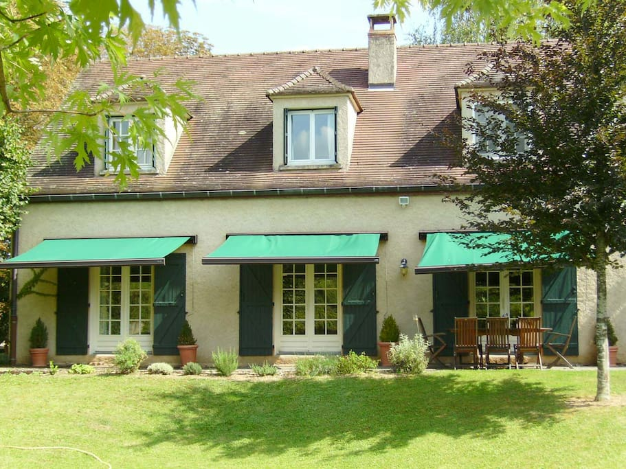 fabulous house with pool sleeps 8 maisons louer beaune burgundy france. Black Bedroom Furniture Sets. Home Design Ideas