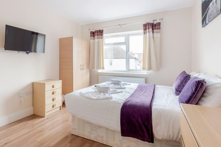 Modern Spacious double room with private bathroom