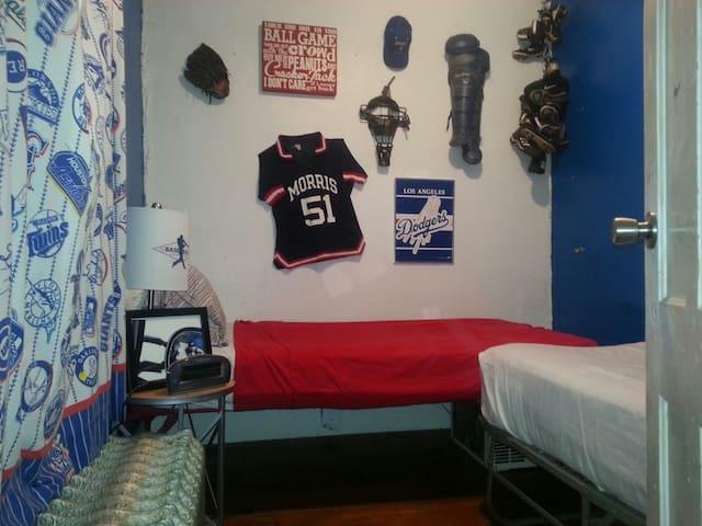 Baseball Room--The House on High St - Garrattsville - บ้าน