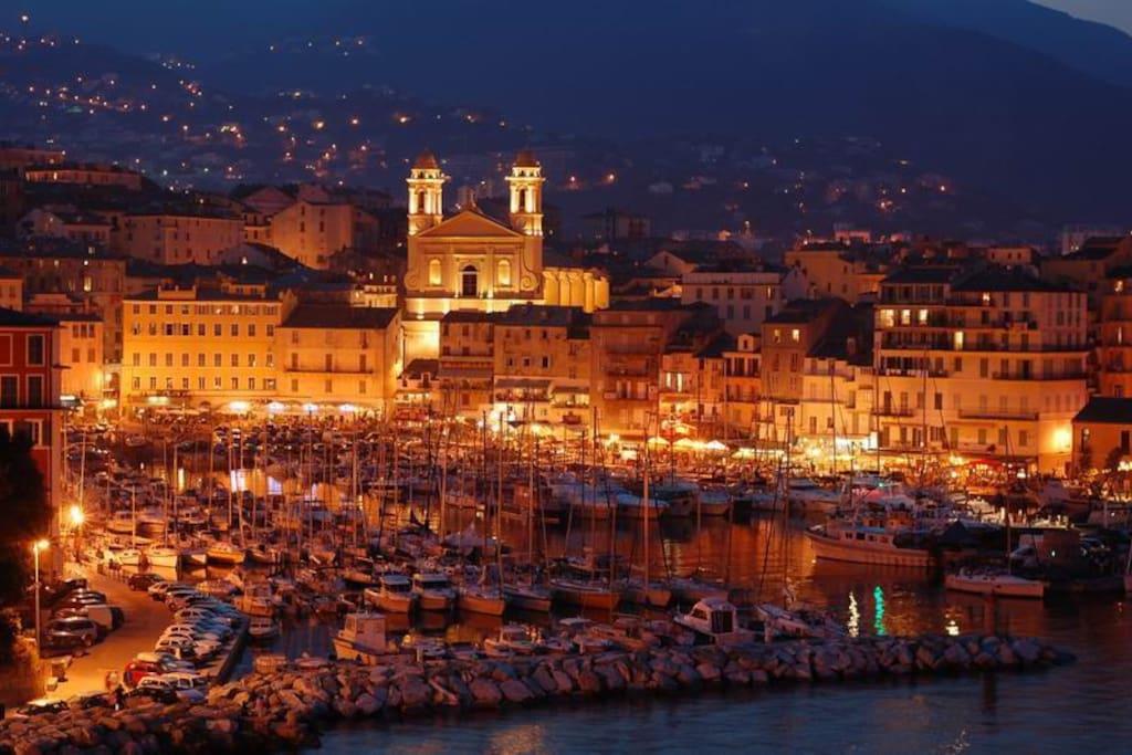 le charme du vieux port et ses restaurants (3mn à pied de l'appartement)