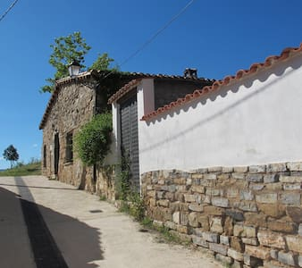 Casa de piedra y roble  Stone and oak house