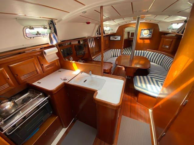 Location originale dans un voilier confortable