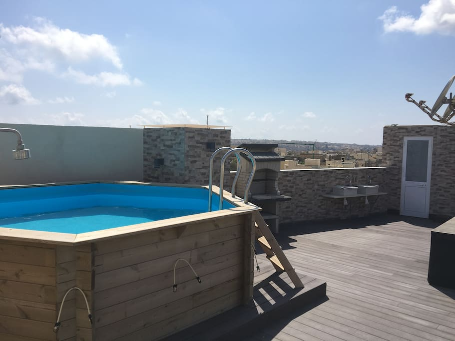 Roof terrace swimming pool and BBQ