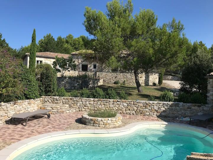 Superbe Mas dans un hameau, piscine, climatisation