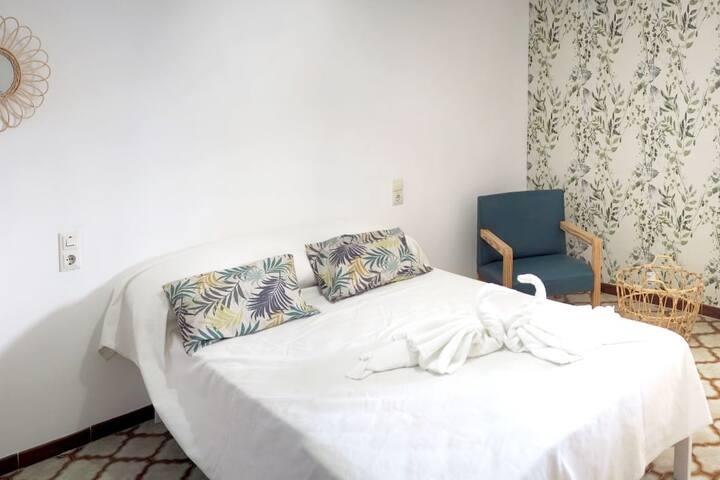 Amplio y cómodo piso moderno con mucha luz natural