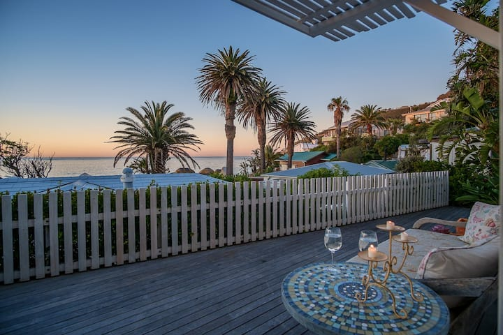 Cosy Clifton Fourth Cottage | Steps from the Beach