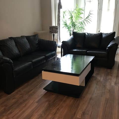Spacious 3 BR Condo by CWRU, UH, Cleve Clinic, CIM