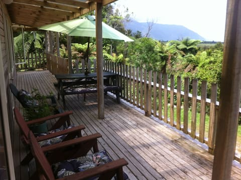 The Bush Hideaway, privacy & wifi, near Punakaiki
