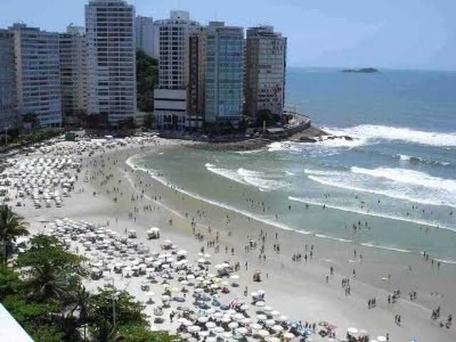 Apartamento no Guarujá (frente ao mar e da praia)