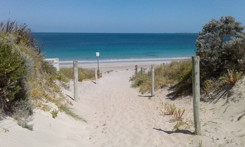 Beach Paradise, Room with private access - Port Kennedy