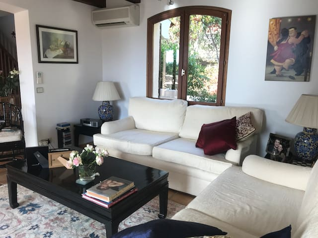 Private 4 bed Villa between Cannes and Golfe Juan