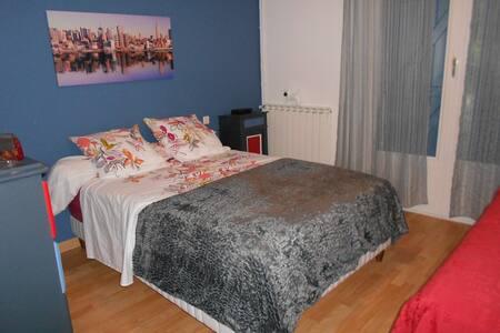 Chambre 2 personnes dans le Quercy - Monteils - House