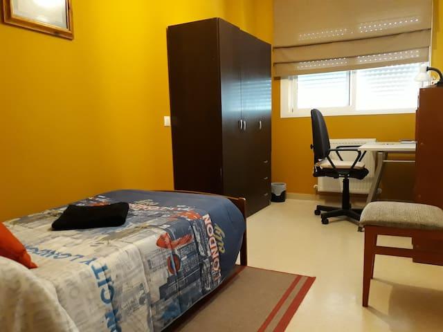 Habitación sencilla y cómoda + baño privado