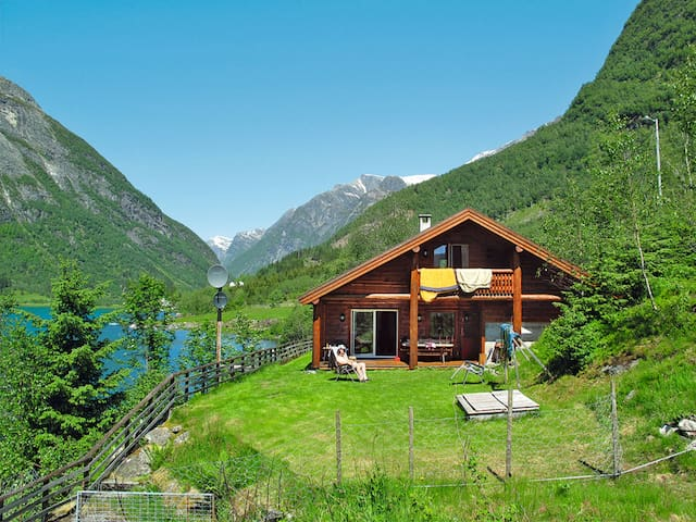 Fishing hut in Balestrand for 6 persons