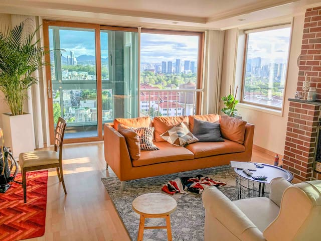 ☆Fantastic view!  Itaewon Large house w/ rooftop