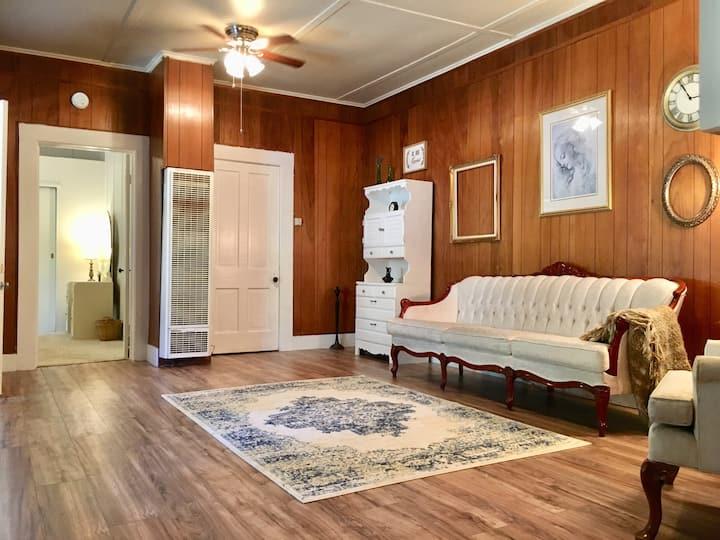 Charming 1bd Victorian Entire Apartment