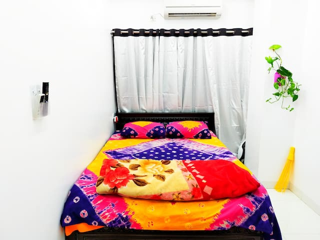 Near Airport Ac Studio home+Snacks+Wifi+Kitchn)