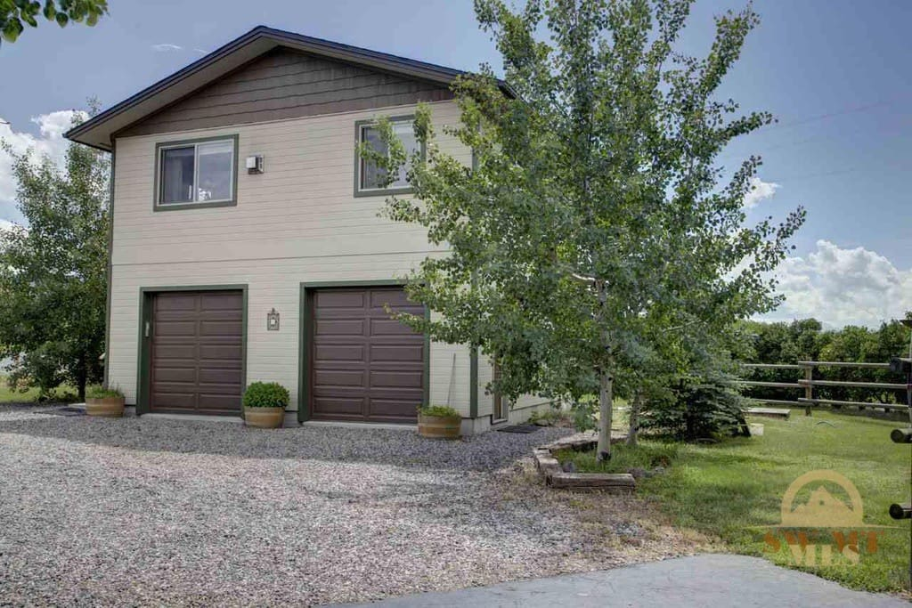 Country home city amenities apartments for rent in bozeman montana united states for One bedroom apartments in bozeman mt