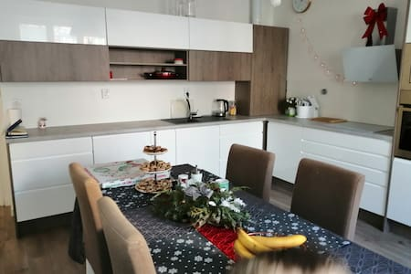 APPARTMENT 3 Bed's+Kitchen , City centre 15 m.walk