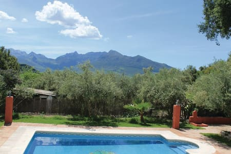 3 Bedrooms Cottage in Montecorto - Montecorto