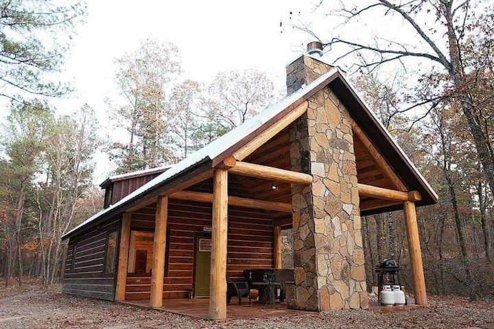 Happily Ever After LUXURY 1 Bedroom Cabins Minutes from Broken Bow Lake