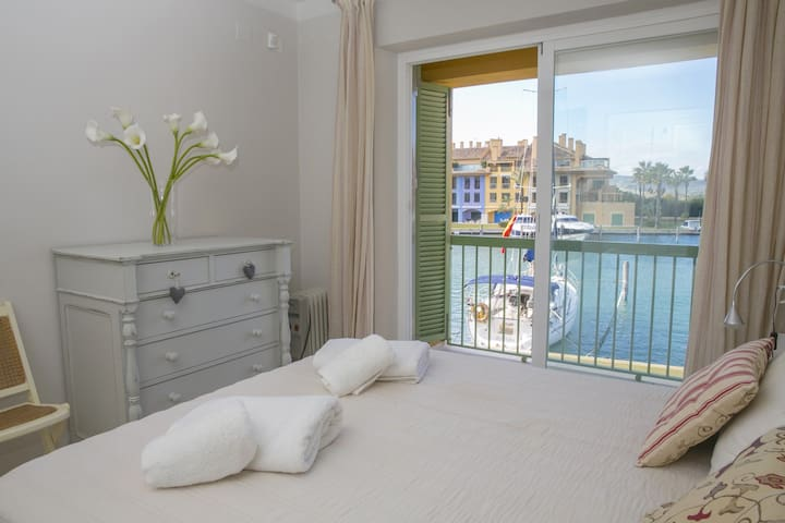 Deluxe chalet in Sotogrande with berth