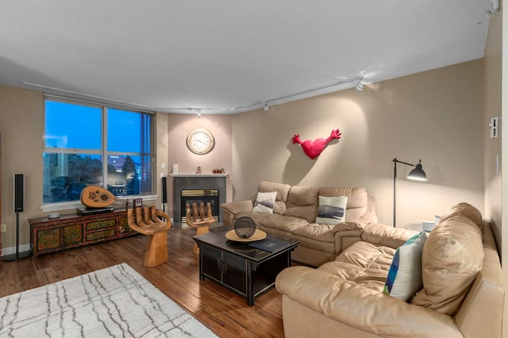 Beautiful Room close to Waterfront