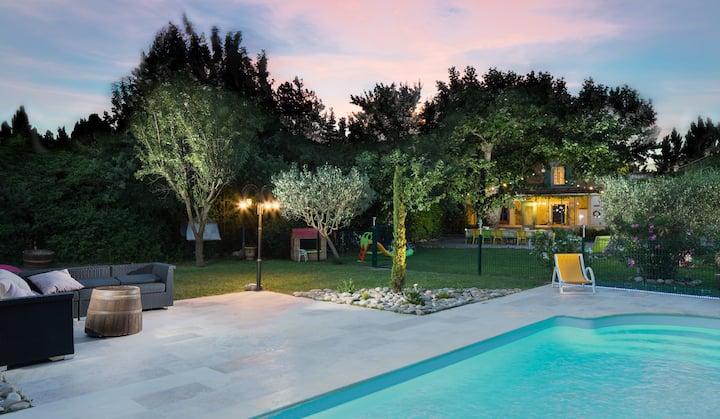 Mas en Provence avec piscine chambres climatisees