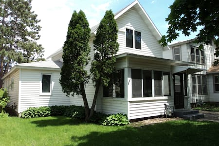 5 Bedroom House Close to Downtown - Winona - Huis
