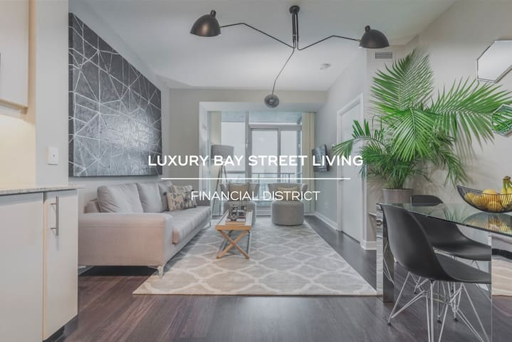Beautiful & Bright Condo Steps from Union and ACC