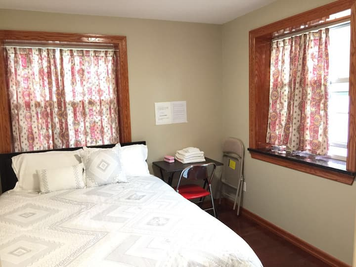 Clean room  PRIVATE full bath & private entrance