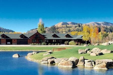 Beautiful cabin for solar eclipse! - Swan Valley - Mökki