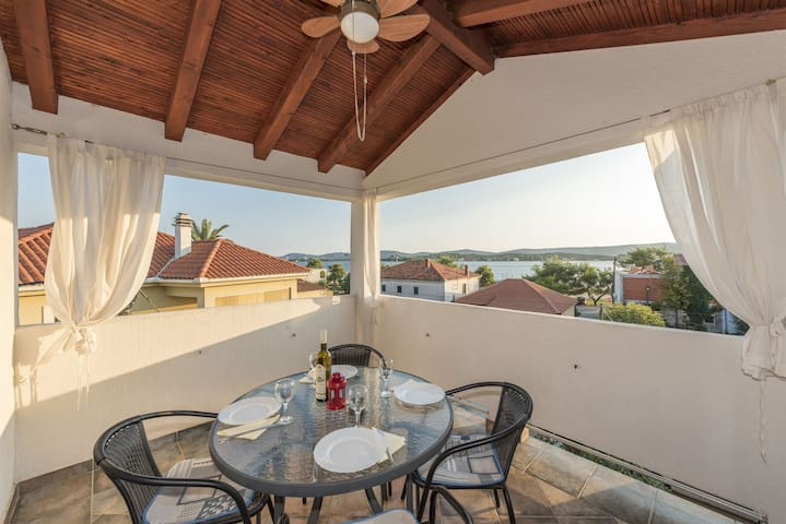 One bedroom Apartment, 150m from city center, seaside in Turanj, Balcony