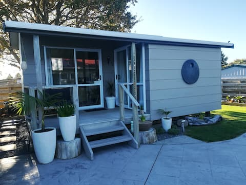 Clean, tidy, central location in Whangamata