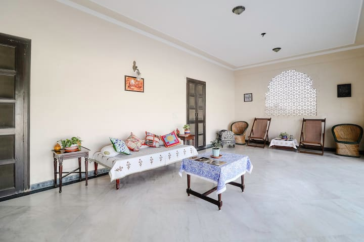 Jai Niwas : Private room with a peaceful terrace