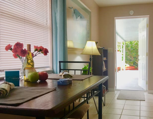 Walk to the Beach! Remodeled 1BD with Big Patio - Venice - Apartment