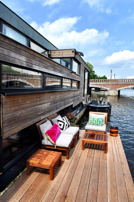 Your private terrace right on the Amstel
