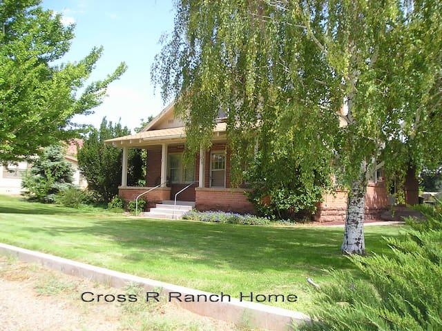 Cross R Ranch Home  - Kanab - House