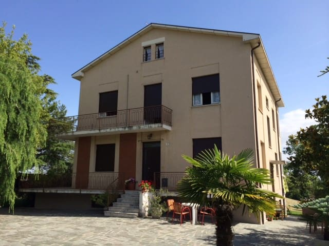 Mansarda con terrazza - Salsomaggiore Terme - Huis