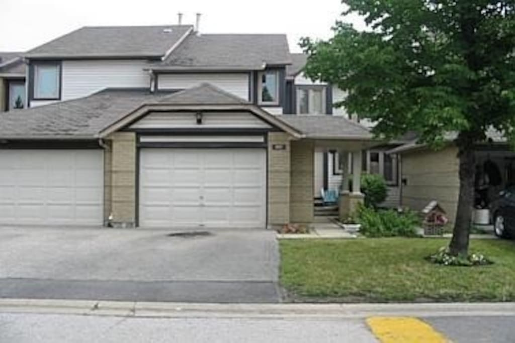 Accommodation redefined cozy townhouse houses for rent for Pool show mississauga
