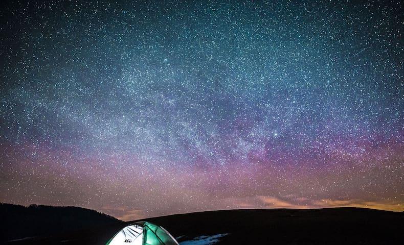 Peak of the roof帳篷A 全世界最安全的營地  在山頂的屋頂露營