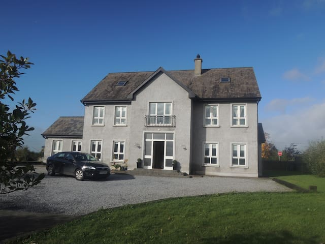 En-Suite room in countryside - Ballyfoyle - Дом