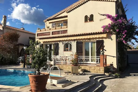 Villa avec piscine / Villa with pool near Cannes