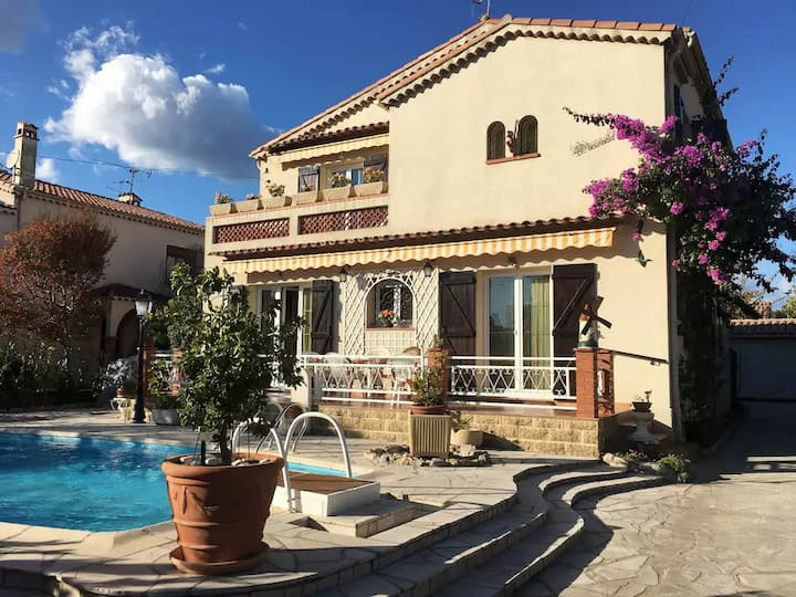 Villa avec piscine / Villa with pool near Cannes