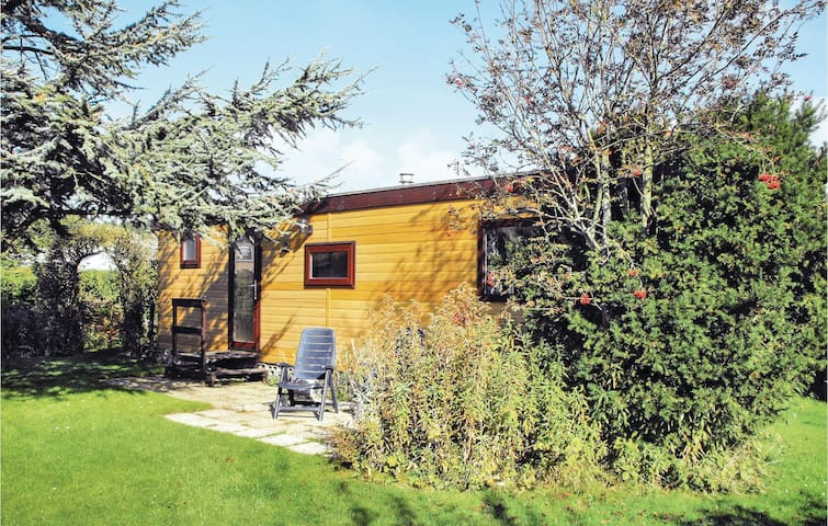 Holiday cottage with 2 bedrooms on 35 m² in Westenschouwen