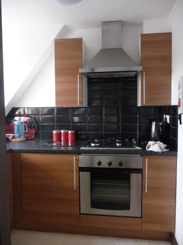 SMART TWO BEDROOMED FLAT SLEEPS 3