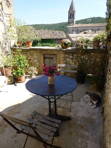 Chambres d'Elise avec terrasse - Collias - Rumah