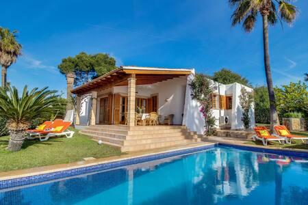 Cozy Cottage in Porto Cristo Novo with Swimming Pool
